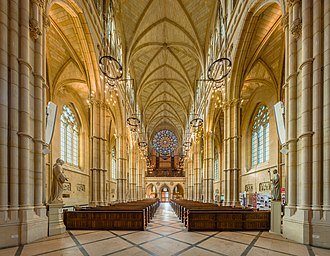 Arundel Cathedral - Image: Arundel Cathedral Nave 2, West Sussex, UK Diliff