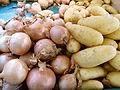 Au marché - pommes de terre et oignons.JPG