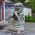 Beeld Leeuw voor ingang rechts. Locatie, Chinese tuin Het Verborgen Rijk van Ming in de Hortus Haren 03.jpg