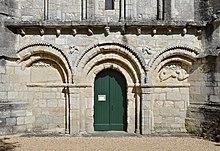 Berneuil-16 Église Arcatures&portail 2014.jpg