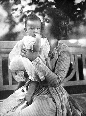 Billie Burke - Burke with daughter Patricia (1917)