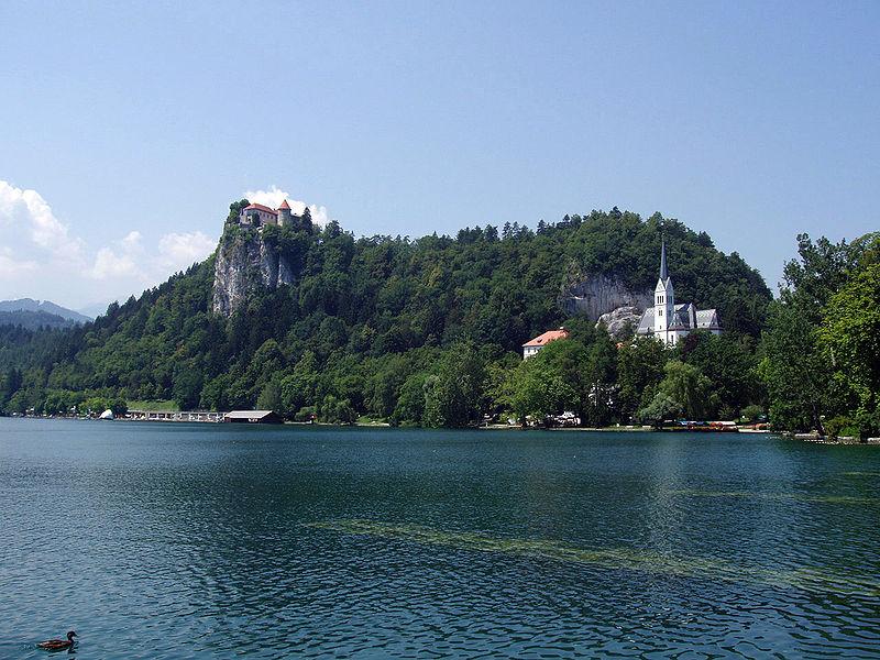 Soubor:Bled-CastleAndChurch01.JPG