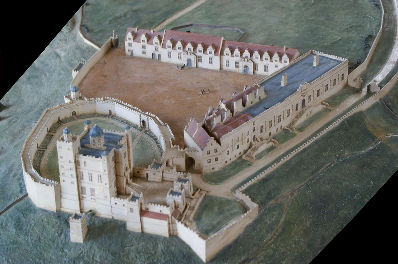 File bolsover castle 17th wikimedia commons for 11th century castles floor plan