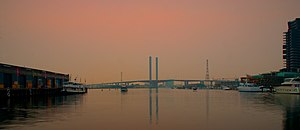 2006–07 Australian bushfire season - The Bolte Bridge surrounded by a thick sky during the bushfires. This photograph was taken in late afternoon.