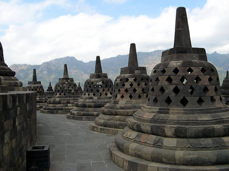 File:Borobudur Upper Terrace 0993.jpg