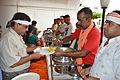 Breakfast Distribution - Rawatpura Sarkar Ashram - Chitrakoot - Satna 2014-07-05 6357.JPG