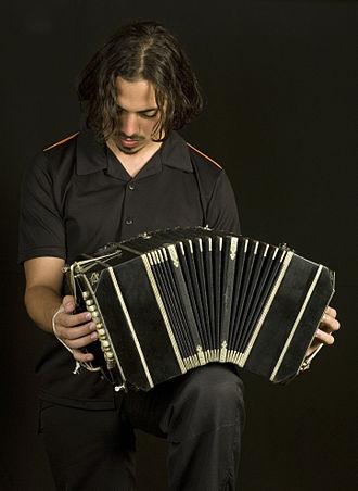 Bandoneon - Image: Buenos Aires Bandoneon tango player 7435