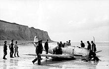 Atterraggio di emergenza in spiaggia di un Messerschmitt Bf 109 tedesco.