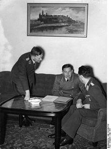 Bundesarchiv Bild 183-B02732, Krakau, Besprechung mit Dr. Joseph Bühler.jpg