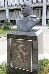 Buste commémoratif du Père Georges-Henri Lévesque