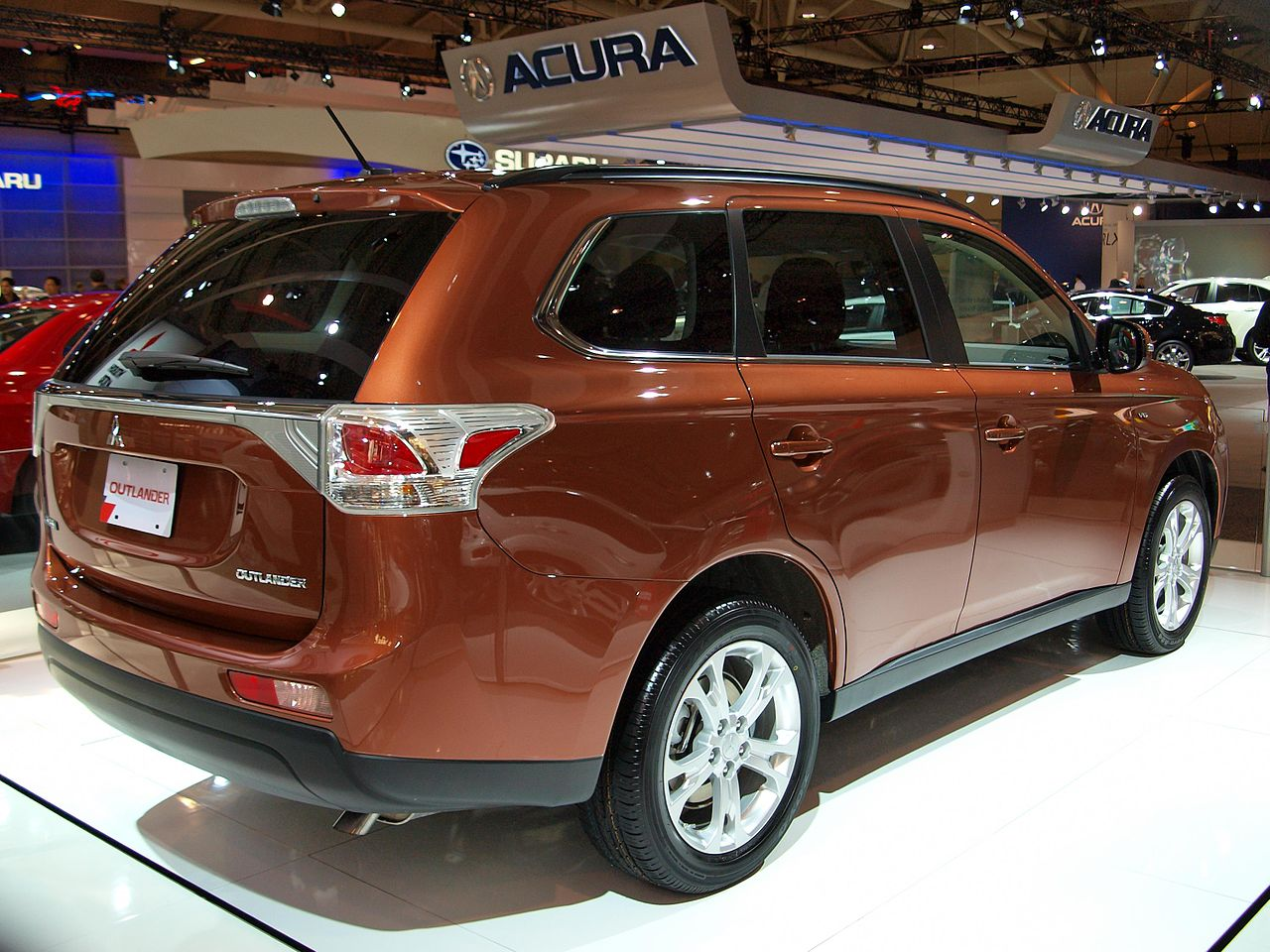 File:CIAS 2013 - 2014 Mitsubishi Outlander (8488022592).jpg - Wikimedia Commons