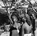 COLLECTIE TROPENMUSEUM Samburu krijgers op de Mayer's Farm nabij het Navaisha meer TMnr 20014289.jpg