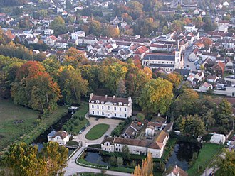 Coye-la-Forêt - An aerial view of the chateau and town centre