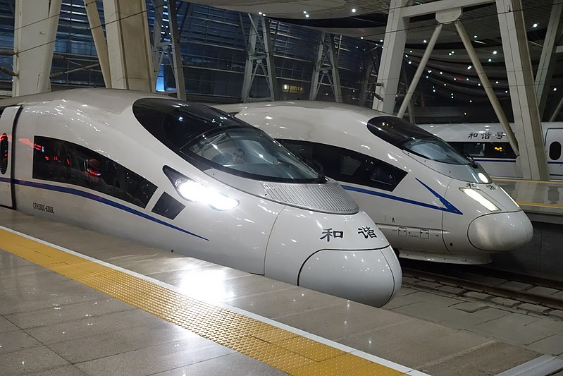 ファイル:CRH380CL and CRH380BL in Beijingnan Railway Station.JPG
