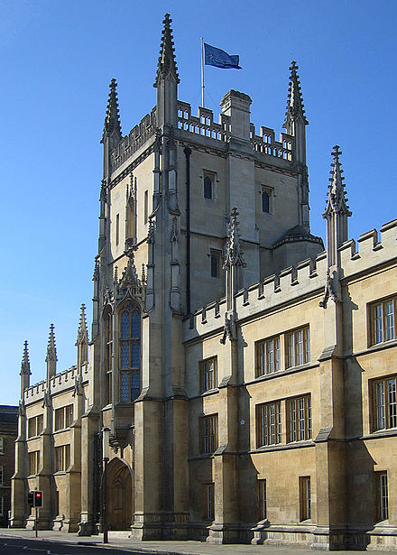Edificiu onde s'atopa la oficina central de la Cambridge University Press, en Trumpington Street, Cambridge.