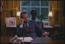 Nixon téléphone depuis son bureau