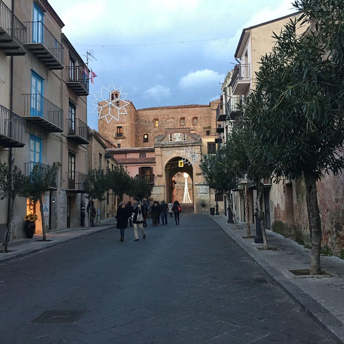 A And M Auto >> Castelbuono - Wikivoyage, guida turistica di viaggio