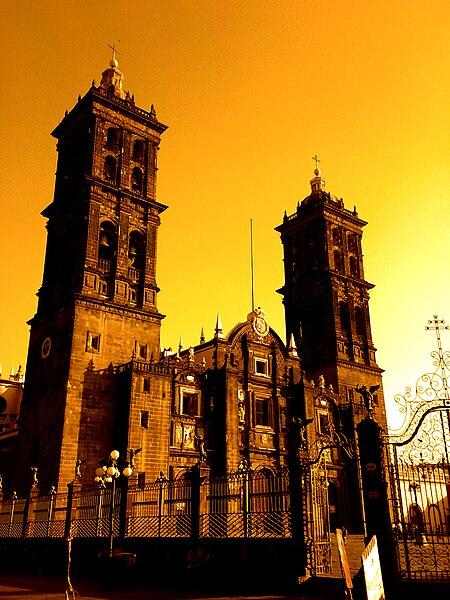 File:Catedral de puebla.jpg