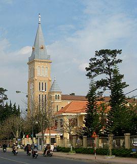 Cathedral of Da Lat 05.jpg