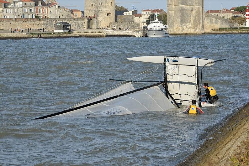 Chavirage d'un catamaran de sport (8).JPG