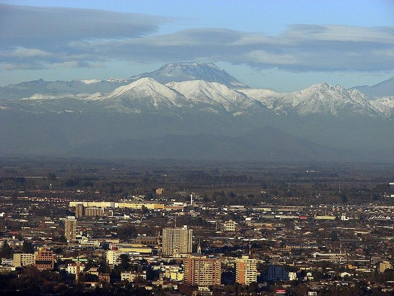 File:Ciudad Talca Chile junto al Volcan Descabezado.jpg