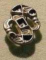 Cividale, man, fibula a S in argento dorato, da necropoli cella 12 con granati almandini.jpg
