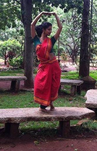 Nrityagram - Image: Classical Dancer Displaying Her Expression at the Nrityagram Garden