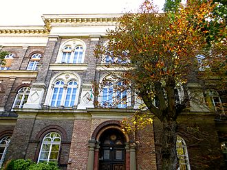 Budapest Semesters in Mathematics - A photo of the front of the schoolbuilding College International in Budapest, Hungary.