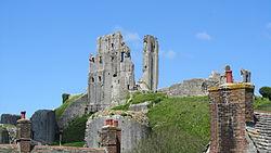 Corfe Castle (7225321630).jpg