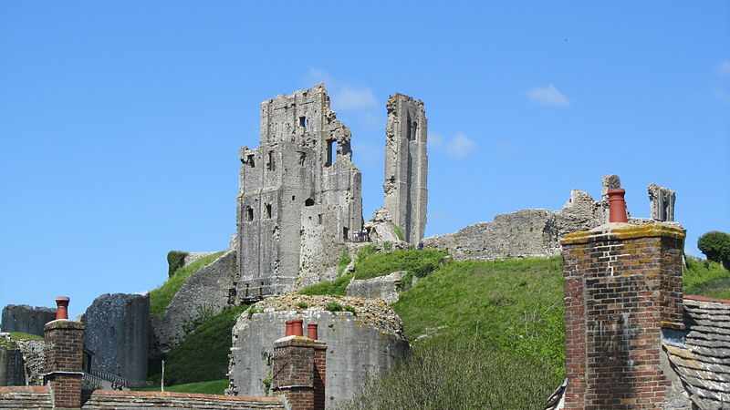 File:Corfe Castle (7225321630).jpg