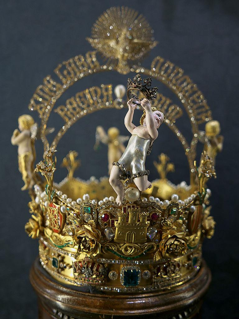 file corona de la virgen de los reyes  sevilla jpg