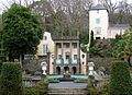 Courtyard with fountain in Portmeirion, January 2005.jpg