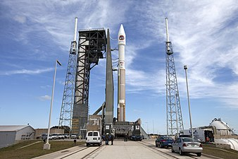 Cygnus CRS OA-6 Atlas V rocket at launch pad (25968257375).jpg