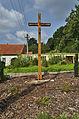 Dřevěný kříž před zámkem, Šebetov, okres Blansko (02).jpg