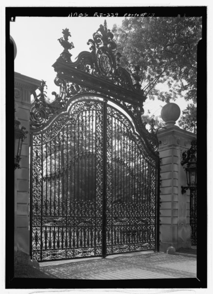 File:DETAIL OF WEST GATE - The Breakers, Ochre Point Avenue, Newport, Newport County, RI HABS RI,3-NEWP,67-13.tif