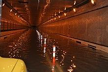 O túnel Queens – Midtown é visto inundado após o furacão Sandy.