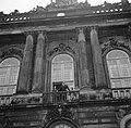 De koninklijke familie op het balkon van paleis Brockdorff ter ere van de verjaa, Bestanddeelnr 252-8662.jpg