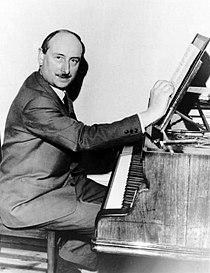Denis Joly au piano.jpg