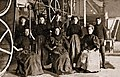 Des allumettieres a l intérieur de l usine E. B. Eddy, a Hull, vers 1880.jpg