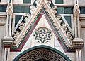 Duomo di firenze, medaglioni intarsiati in marmi nei timpani delle finestre sui fianchi 06.JPG