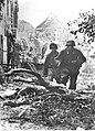 Dwaj grenadierzy pancerni SS wśród ruin Caen (2-377).jpg
