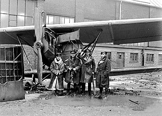 George Jones (RAAF officer) - Captains Jones (far right) and Roy King (second right), with other pilots of No. 4 Squadron AFC, British Occupation forces in Germany, December 1918