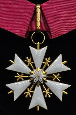 EST Order of the White Star 3rd class badge.jpg