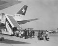 ETH-BIB-Passagiereinstieg in eine Dougals DC-8 der Swissair in Zürich-Kloten-LBS H1-026285.tif