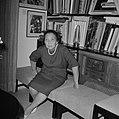 Echtgenote van Moshe Sharett, voorzitter van de Jewish Agency, gezeten voor een , Bestanddeelnr 255-4726.jpg