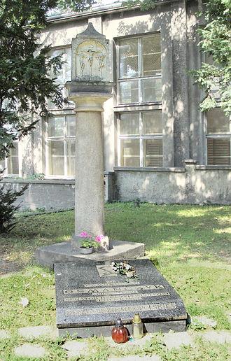 Edmund Osmańczyk - Osmańczyk's grave