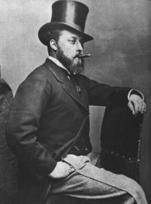 photographie du prince de Galles dans les années 1880, avec un chapeau haut de forme et cigare en bouche