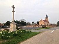 Eglise et croix Laiz.JPG
