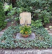 Ehrengrab Trakehner Allee 1 (Westend) Dietrich Fischer-Dieskau.jpg
