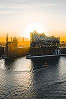 Elbphilharmonie zum Sonnenaufgang.jpg